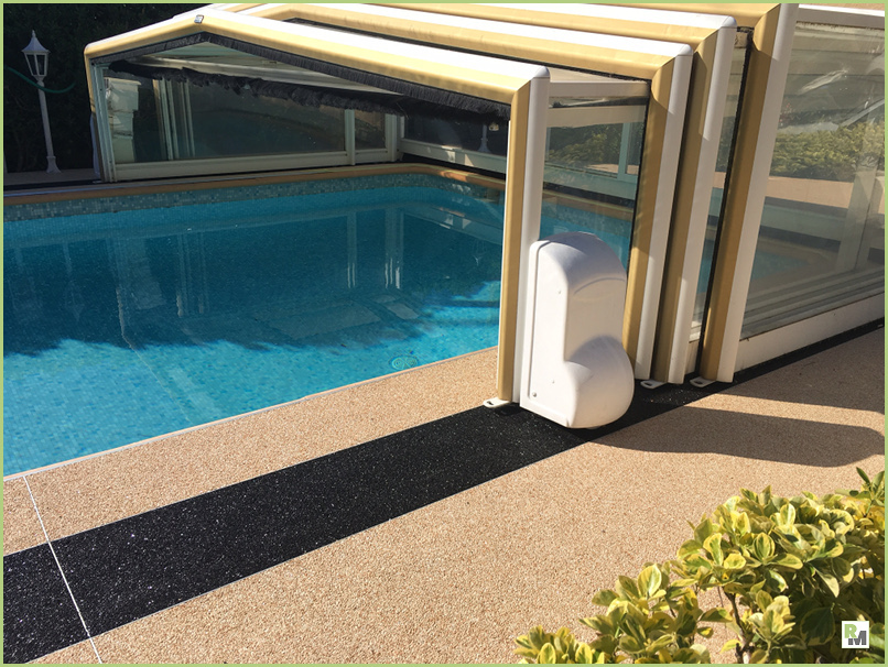 The outdoor decoration - Pool of a Nice customer in France