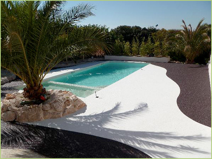 Your Little Paradise in White Carrara Marble Aggregates