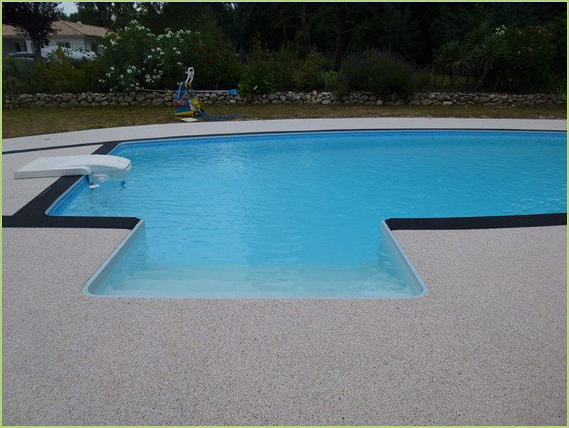 Very nice swimming pools with beaches in aggregates of marble RESIMARMO